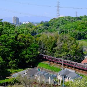 新緑の原風景と京王線