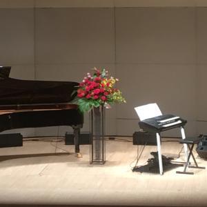 ピアノの発表会を彩るスタンド花
