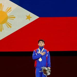 フィリピン人選手が床運動で歴史的な金メダル