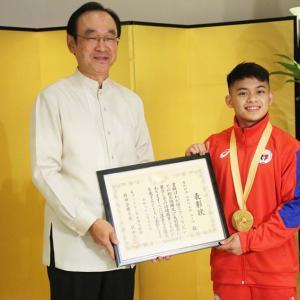 金メダルのユロ選手は日本大使館を表敬訪問