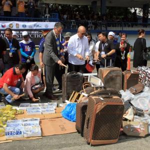 フィリピン国家警察で押収した偽物を処分