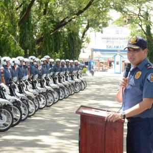 ホンダXRMオートバイが地域警察署に配備