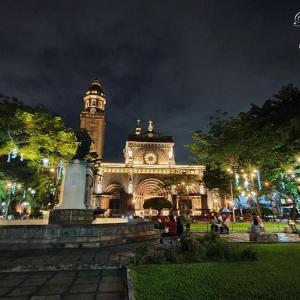 マニラの歴史的建造物がライトアップ