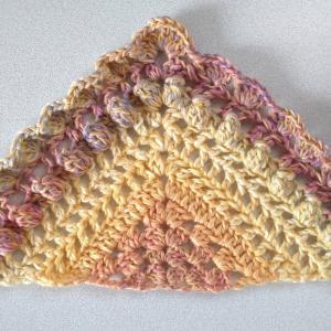 大人グラデーションで三角ショール