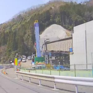 今日の国道301号線 松平トンネルの進捗状況。橋脚に橋桁が乗ったよ。