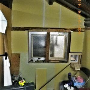 腐ってぶかぶかになった台所の床を張り替えよう。その26 ガス台の奥とガス台窓下の石膏ボード張り
