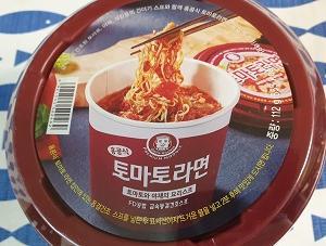 マートで見かけた「香港式トマトラーメン」(홍콩식 토마토라면)