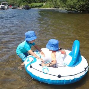 Haliburton旅行〈2日目〉湖水浴と大きな浮き輪ゲット