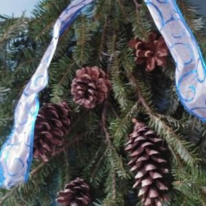 玄関のデコレーション 生クリスマスツリーの枝でDoor swag