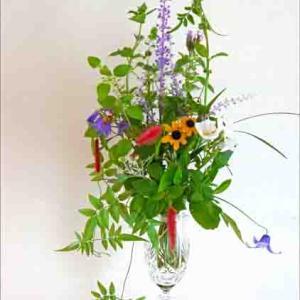 ミント系の草花で花束を、恵の雨に