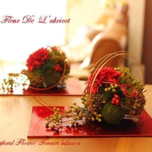 こちら、生徒さんの作品です。今見ても素敵です。花材は変わりますが、今年も作って...