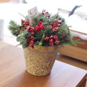 クリスマスとお正月生徒さん達の作品。束の間、色々忘れるお花との時間。そんな...