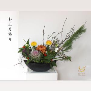 毎年、クリスマスにはお正月アレンジのレッスンをしている気がします。生花と...