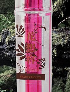 水以外の成分は100%植物由来成分で作られている美容液『花想容』