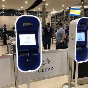 """空港の有料セキュリティシステム""""CLEAR""""が快適な話"""