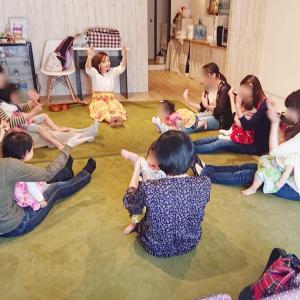 ウクレレの音色とハワイアンな教具にふれて、みんなニッコニコ☆十条クラス
