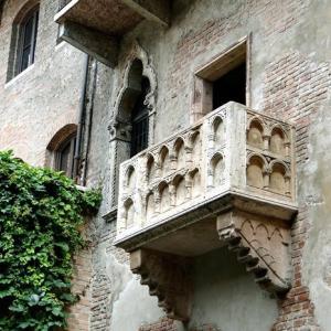 バルコニー:Le Balcon ミュージカル、ロミオとジュリエットより(歌詞と和訳)。