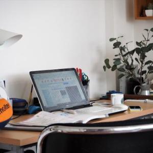 自宅勤務のリアル・・・・・。集中して仕事はでき・・る?