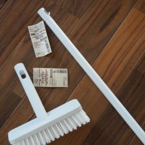 バスルームをきれいに保つチャレンジ!!無印良品のデッキブラシで床をきれいに!