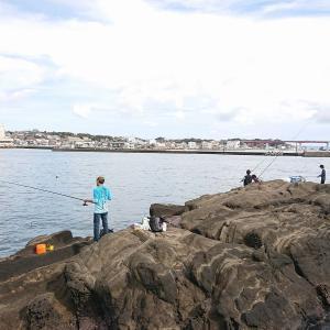 灘ヶ崎で海釣りを楽しむ
