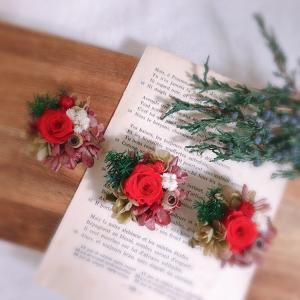 赤いお花のブローチ