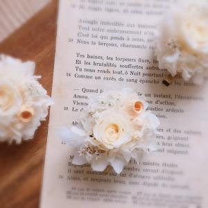 白好きさんのお花ブローチ❄ ふわふわリース