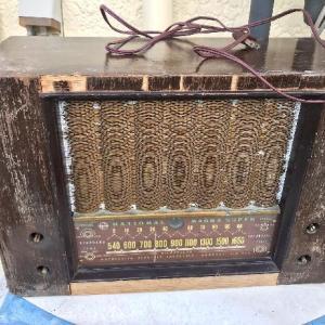 真空管で温まりましょう。 真空管ラジオを修復する。