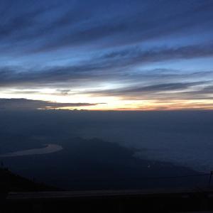 富士登山 山小屋からの日の出とニッポンのテッペンへ