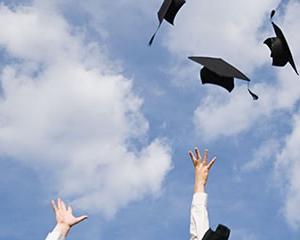 25歳までなら社会人も日本の大学卒業生も、アメリカの大学へ奨学金留学できる!☆