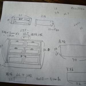 アンティーク風な家具を製作中♪