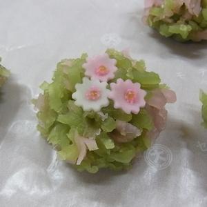 秋桜(きんとん製) 秋の上生菓子