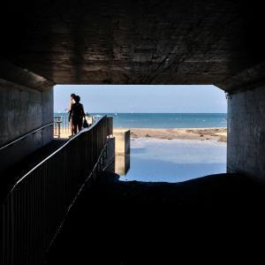 逗子の海岸を歩く
