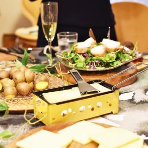冬ならでは、トロトロなラクレットチーズも♪