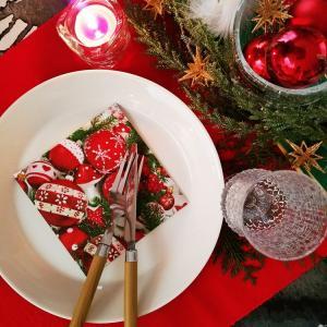いつも使ってる食器で簡単にクリスマスっぽくする方法はありますよ♪