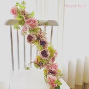 お部屋にラグジュアリー感が増すモーブピンクの薔薇の壁飾り