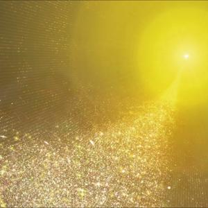 黄金色の空間に浮かぶ「光り輝く黄金の玉」