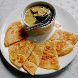こんな所に? バンコクの豪華古民家レストランで食べた『ローティーゲーンキオウワーン』