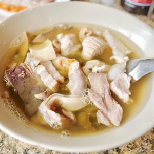 『トゥーフアン』って知ってる?「アルンワン」で食べた、絶品の豚モツ高菜煮込み!