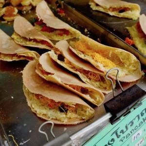 ターティアン近くで見つけた伝統菓子『カノムブアン ボラーン』がまさかの美味しさ!