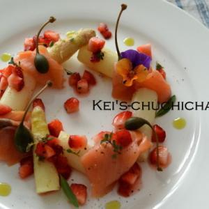 春を感じる1品~~: )苺とアスパラガスの前菜
