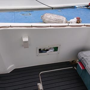 ボートのデッキ塗装
