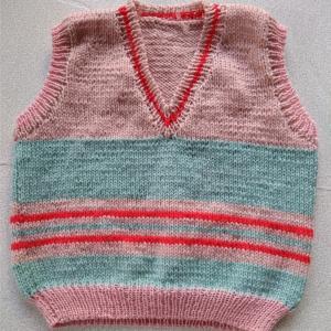 母の手編みと私のひと手間で出来ました。