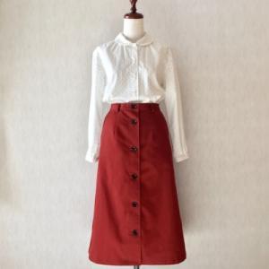 赤いAラインロングスカート