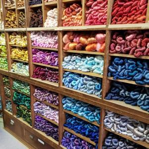 帯屋捨松さんの工房見学に行ったら自分が締めている帯と同じ柄のものが織られていて感動しました