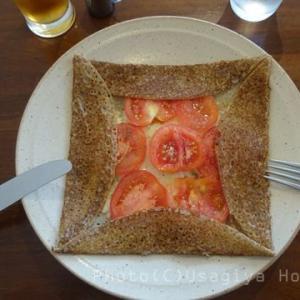 水滴キラキラ*パティスリーカフェアンビグラム*トマトとチーズのガレット