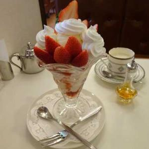 イワタコーヒー店*いちごパフェとブランデー珈琲【もくれん】