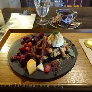 燕カフェ鎌倉*ワッフル紅茶セットと骨董の器えらび