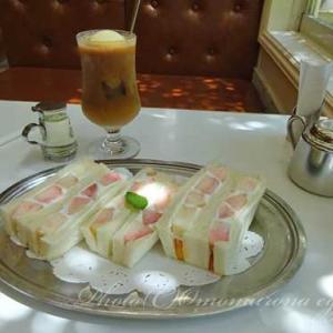 イワタコーヒー店*夏限定の桃のフルーツサンドと珈琲フロートで弾丸ブランチ