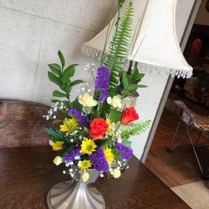 今月の生花(フラワーアレンジメント)