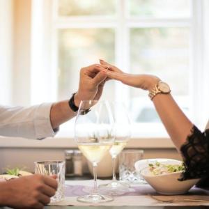 【婚約指輪】人気憧れのブランドリングはどこの?デザイン・相場・渡し方【今すぐ結婚したい方へ】